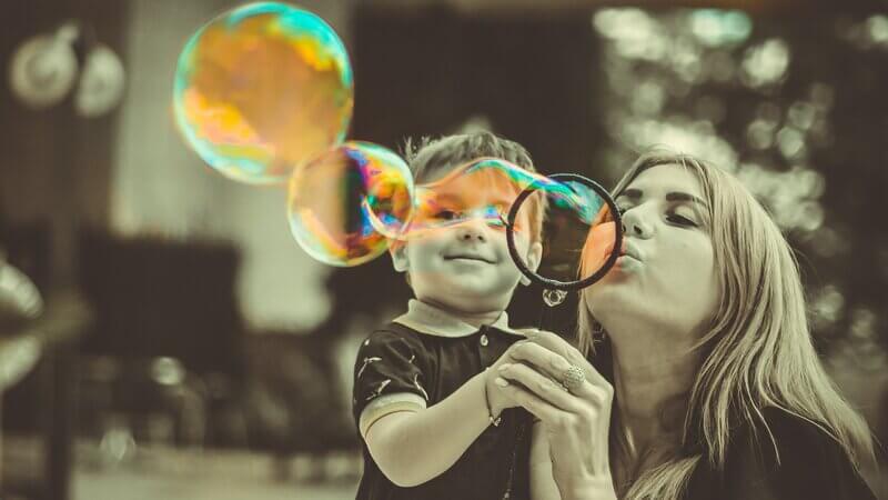 Mamme e lavoro: il grande dilemma di conciliare lavoro e famiglia