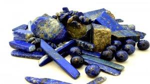 Lapislazzuli: proprietà, benefici e usi in Cristalloterapia