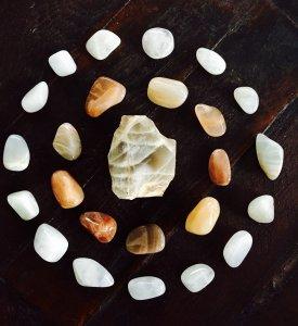 Read more about the article Pietra di Luna: la pietra che armonizza il ciclo mestruale