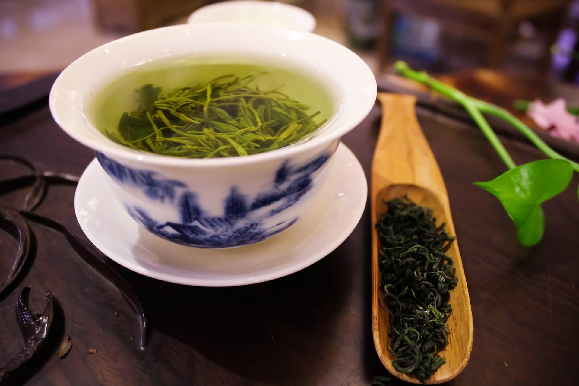 You are currently viewing La lunga storia d'amore fra il Tè verde e la Meditazione.